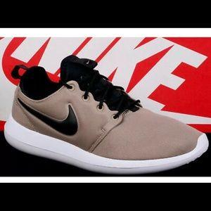 Nike khaki Roshe two